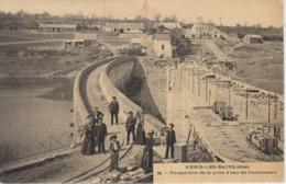 CPA Néris-les-Bains - Perspective De La Prise D'eau De Commentry (jolie Scène) - Carte Toilée - Neris Les Bains