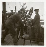 ROYAL NAVY : SAILORS LOADING GUN - Guerra 1914-18