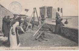 CPA île St-Honorat - Les Moines De Lérins à La Manoeuvre Du Canon Porte-amarres Opérant Un Sauvetage (belle Scène) - Autres Communes