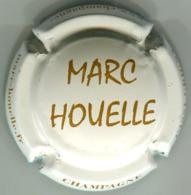CAPSULE-CHAMPAGNE HOUELLE Marc N°16c Crème Et Marron, Nom Au Centre - Autres