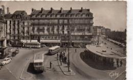 Nantes Animée La Place Du Commerce Allée Brancas Bus Autobus Car Autocar Tramway Voitures - Nantes