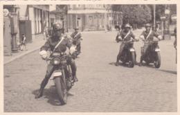 Soldat Armée Militaire Belge Défilé à Spa Vieille Moto MP RP Photo Carte - Guerra, Militari