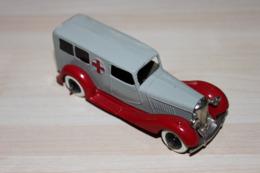 Dinky Toys Anglais - Bentley Ambulance N°30F - Toy Memorabilia