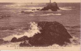 29 PLOGOFF Récifs Gorlé, Gorlégriez, Gorlebetta Qui Portent Phare Petite Vieille Feu Permanent, à L'horizon Ile De Sein - Plogoff