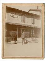 """Photographie Collée Sur Carton 9.5 X 12.5 Cm """"Café Du Commerce"""" Romanèche-Thorins (71) Vers La Gare - Lieux"""