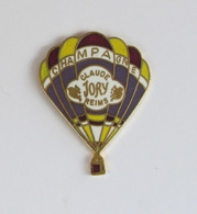 1 Pin's BOISSON/CHAMPAGNE/MONTGOLFIERE - CHAMPAGNE CLAUDE JORY REIMS Signé PIN'STORY - Montgolfières