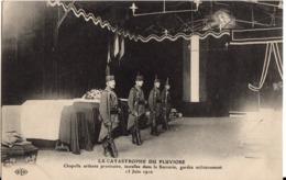 LA CATASTROPHE DU PLUVIOSE - Chapelle Ardente Provisoire, Installée Dans La Sucrerie, Gardée Militairement -13 Juin 1910 - Calais