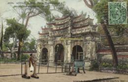 ANNAM Hué Porte Monumentale Devant Une Pagode Du Palais  Colorisée +beau Timbre 5 Indochine RV - Viêt-Nam