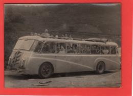 Photographie Autocar Berliet  S.L.A.  De Lourdes Dimensions :  13 X 18 Cm Dos Taché Etat Voir Scan - Foto's
