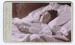 CDV   Photographie Postmortem Femme Dans Son Lit - Oud (voor 1900)