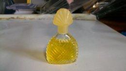 """Miniature De Parfum Ungaro  """" Diva  """" Sans Boite  Gros Bouchon - Miniatures Femmes (sans Boite)"""