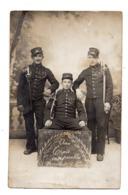 Parentis En Born. Aux Trois Inseparables. Honneur A Parentis. Militaires.Carte Photo Galdin. Montpellier. - Francia