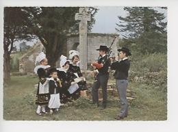 Costumes Et Coiffes De Bannalec, Scaer, Quimperlé, Guiscriff Et Environs - La Bretagne N°21141 (calvaire, Musiciens,bini - Quimperlé
