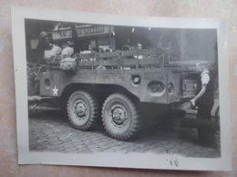 Photo Originale Guerre 39/45 LYON Libération 1944 Camion Américain Devant Les Docks Lyonnais - Guerra, Militari