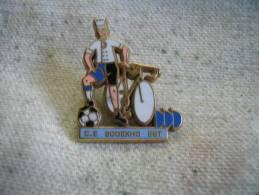 Pin's Du CE SODEXHO Est,  Vélo, Football. Pin's Arthus Bertrand - Wielrennen