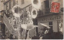 CP Photo Menton - Carnaval - Rue Félix Faure Devant Confiserie Rumpelmayer - Char De La Musique (très Belle Scène) - Menton