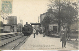 NANGIS  Intérieur De La Gare Arrivée Du Train De Belfort (remorqué Par Une Machine-tender De Banlieue ?) - Nangis