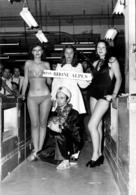 GRANDE PHOTO DE PRESSE MISS RHONE ALPES FEMME EN MAILLOT DE BAIN FORMAT 27 X 19 CM - Lugares
