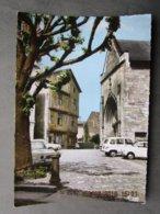 CP 86 LUSIGNAN La Place De L'eglise Et La Maison De BOIS à Colombages Du XVè S. Voitures Simca1000 Renault 4L Fiat 500 - Lusignan