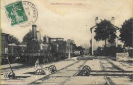 CHATILLON SUR INDRE  La Gare (locomotive PO 121 Forquenot Et Chariot Transbordeur De Gare En Bon Plan - Other Municipalities