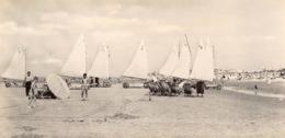 De Panne Strand En Zeilwagens / Plage Et Chars à Voile Echte Foto Fotokaart Photo   Lang Formaat  21 X 10.5 Cm Barry 488 - De Panne