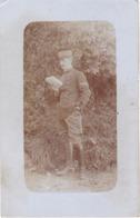 CARTE PHOTO  MILITAIRE FRANCAIS  PRISONNIER  AU CAMP DARMSTADT EN ALLEMAGNE  1ER BON 2 EME CIE DET 3188 VOIR VERSO - Guerra 1914-18