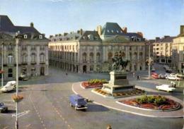 CPSM Grand Format ORLEANS Place Du Martroi Statue De Jeanne D'Arc Par Foyatier Voitures Colorisée RV HARM'OR HARMIGNIES - Orleans
