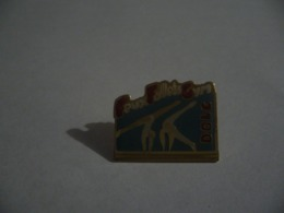 PIN'S PINS  FEUX FOLLETS GYM DOLE 39 JURA - Gymnastiek