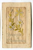 CPA Fantaisie : Carte Brodée  Souvenir De Communion Avec Fleurs    VOIR DESCRIPTIF  §§§ - Borduurwerk
