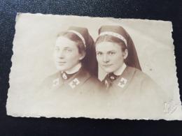 2 Krankenschwestern Mit BROSCHE - Personen
