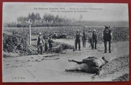 Cpa 51 FERE CHAMPENOISE La Route Apres Un Engagement De La Cavalerie 1914 Tampon Secours Aux Blesses Comite D'Hazebrouck - Fère-Champenoise
