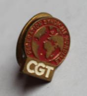 Insigne De Boutonnière émaillé Syndicat CGT Confédérarion Générale Des Travailleurs Fédération Syndicale Mondiale - Organisations
