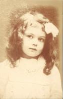 Jeune Fille Pose - Portretten