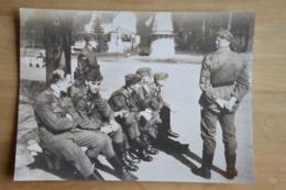 Spa Soldats Allemands Au Parc Moulin  (vieille Photo (reproduction?) 24.5 X 35) - Kaufmanns- Und Zigarettenbilder
