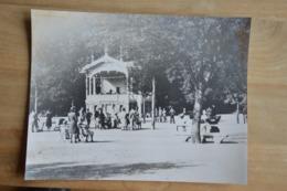Spa Soldats Allemands Au Parc (vieille Photo (reproduction?) 22 X 29) - Kaufmanns- Und Zigarettenbilder