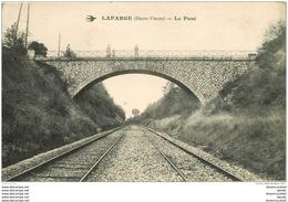 87 LAFARGE. Personnages Sur Le Pont - France