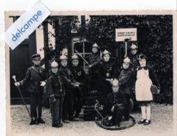 Photo Ancienne - BRIENNE  LE  CHATEAU  (10)  Enfants Déguisés En Sapeurs - Pompiers Et Militaire. - Lieux
