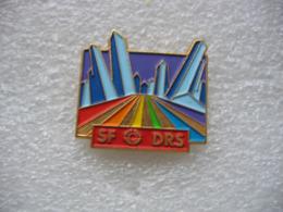 Pin's Chaine De Télé SRF1 Rebaptisée SF DRS (Schweizer Fernsehen Deutsche Und Rätoromanische Schweiz, Télévision Suisse - Media