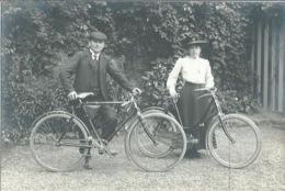 27 CPA Photo LE VAL SAINT MARTIN Couple Avec Bicyclette - Autres Communes