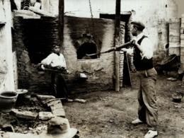 SEVILLA ESPAÑA GIPSY  QUARTER GITANO MANUEL CORBUTO  VARNISH OVEN   +- 21*16CMFonds Victor FORBIN (1864-1947) - Profesiones