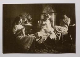 COUTURIERE - Travaux D'aiguilles Salon - GRENOBLE - Carte Postale Moderne Reproduisant Photo Ancienne (Musée Dauphinois) - Artisanat