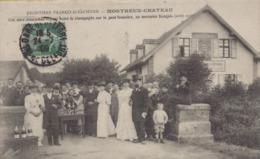 Montreux-Château : Une Noce Alsacienne Venant Boire Le Champagne Sur Le Pont Frontiere - Frankreich
