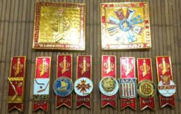 Championnat Du Monde  Hockey /glace 1979 : 8 épinglettes (6,5 X 2 Cm)  Et 2 Gros Badges( 6,2 X 6,2 Cm) Métal Léger - Olympische Spelen
