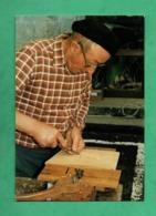 63 Puy De Dome Tauves Marcel Blanchet Sculpte Un Moule à Beurre En 1991 - Autres Communes