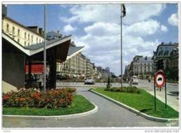 Carte Postale 35. Rennes Place De La République  Syndicat D'initiative DS Citroën  Trés Beau Plan BT6 - Rennes