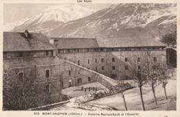 Carte Postale Ancienne Des Hautes-Alpes - Mont-Dauphin - Caserne Rochambaud Et L'Escalier - Autres Communes