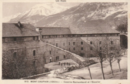 Carte Postale Ancienne Des Hautes-Alpes - Mont-Dauphin - Caserne Rochambaud Et L'Escalier - Sonstige Gemeinden