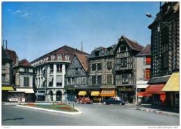 Carte Postale 89. Auxerre  Place Charles Surugne  DS Citroën  Trés Beau Plan - Auxerre