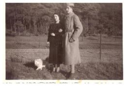 MILITAIRE ET SA FEMME ET PETIT CHIEN OCTOBRE 1937 - War, Military