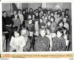 23 GOUZON - Les ENFANTS Des Ecoles Lors De La Séance  Cinematographique   Offerte Par Les P T T - Places